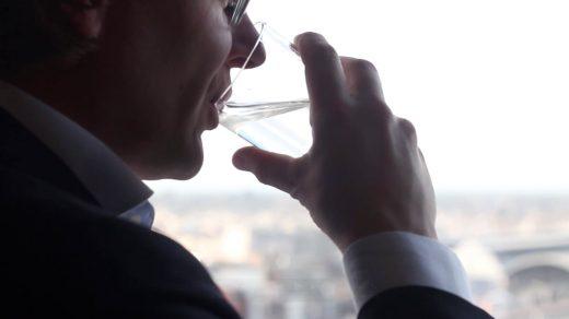 De horeca verbruikt veel water. Mövenpick, Blycolin en Made Blue werken samen, waarbij waterbesparing resulteert in schoon drinkwater. Elke druppel helpt!