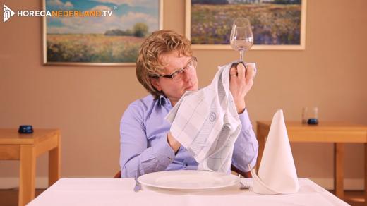 Waarom moet je bestek en glaswerk poleren?Poleren is gewoon afdrogen of toch niet? In deze aflevering van HorecaWeetjes leer je alles over poleren.