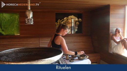 Genieten in de sauna! Carien Keizer is op bezoek bij Fontana Resort Bad Nieuweschans en neemt een kijkje naar de sauna's die het wellnesscentrum aanbiedt.